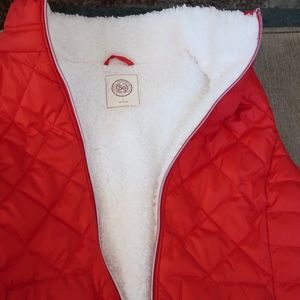 RED AND WHITE WINTER VEST IN LARGE